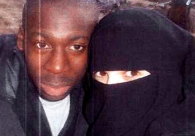 Amedy Coulibaly, de 32 años, y Hayat Boumeddiene, de 26, en una foto...