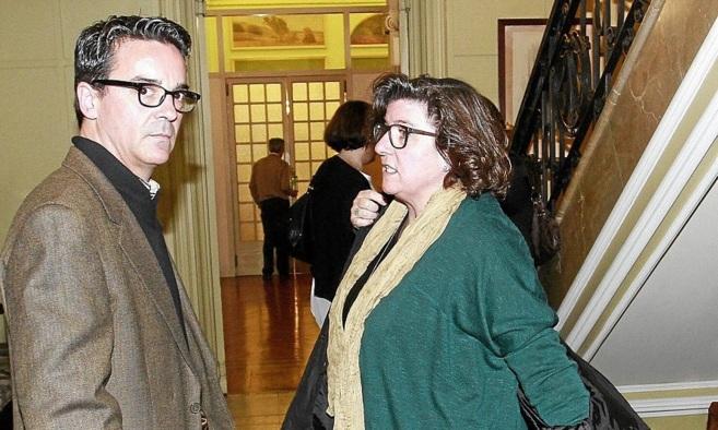 Rodrigo de Santos y Catalina Cirer antes de comparecer en la comisión...