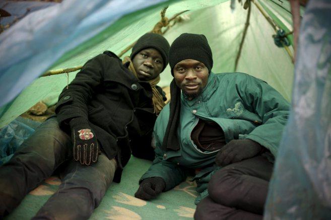 Koffi y Abou, en el campamento de inmigrantes antes de saltar la valla...