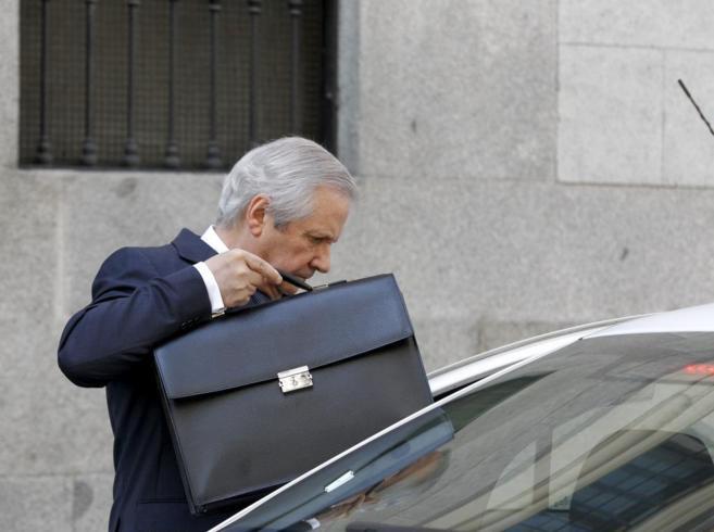 Javier Gómez de Liaño, a la salida de la Audiencia Nacional, en...