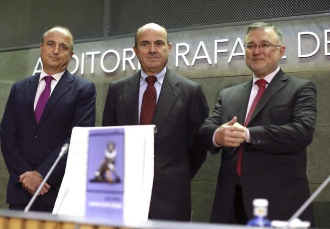 El ex ministro de Industria, Miguel Sebastián, el ministro de...
