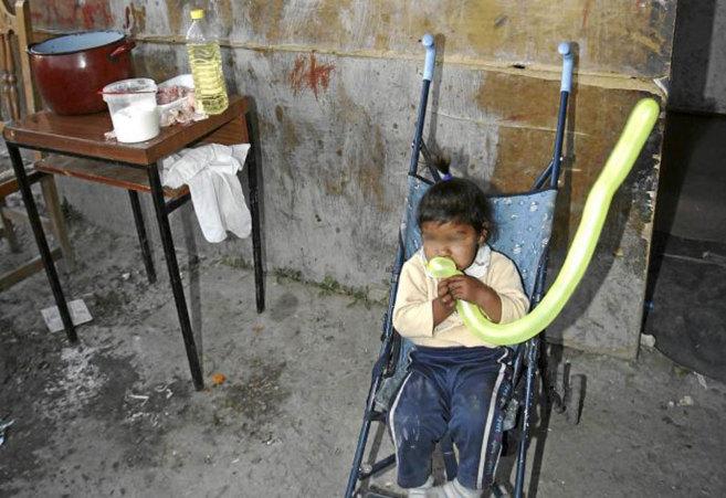 Una niña en el poblado de El Gallinero, en 2008.