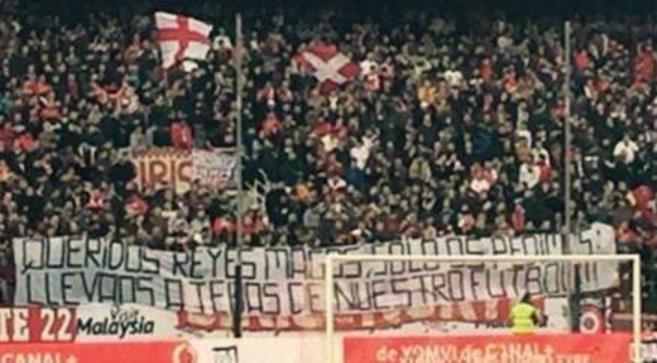 La pancarta de la discordia en las gradas del Sánchez Pizjuán.