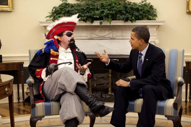 El presidente Obama charla con el creador de sus discursos, Cody...