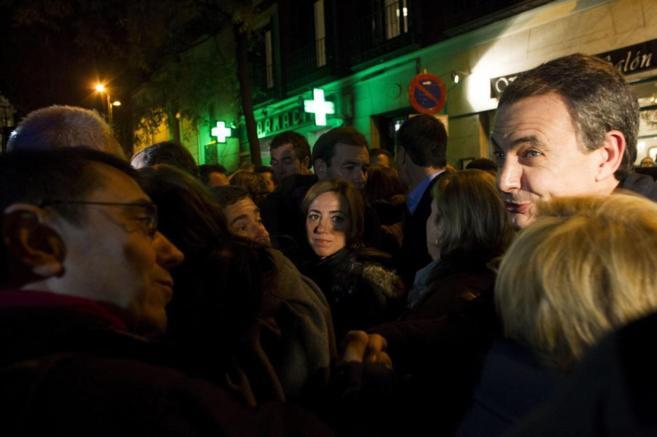 El ex presidente, con el 'número tres' de Podemos, Juan Carlos...