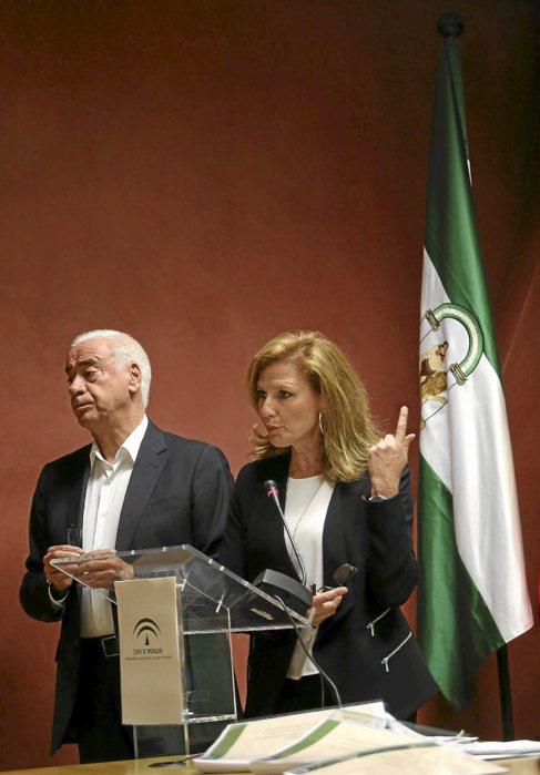 El consejero Luciano Alonso y la secretaria general de Educación,...