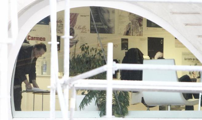 Helga Schmidt, durante los registros en su despacho en el Palau de Les...