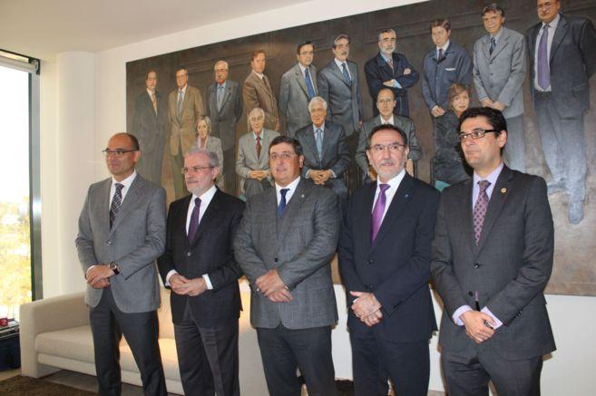 Los rectores y el director general de las universidades públicas, en...