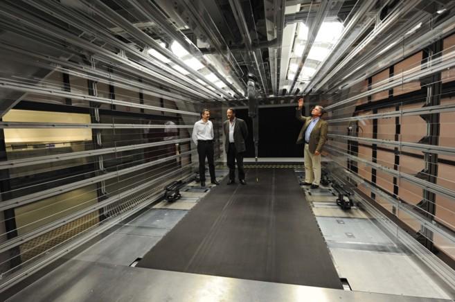 Joan Villadelprat, en el túnel del viento de Epsilon-Euskadi en el...