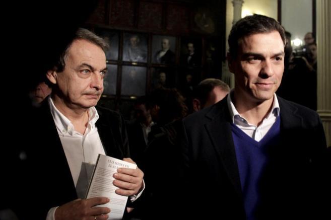 Zapatero y Pedro Sánchez, durante el acto celebrado en el Ateneo de...