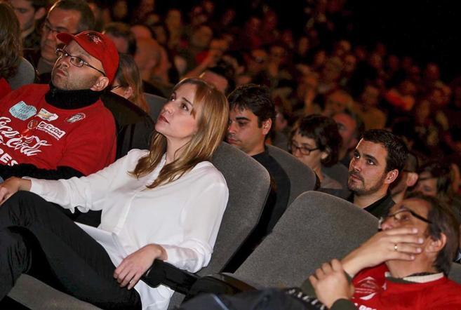 La candidata de IU-CM, Tania Sánchez, delante de ALberto Garzón...