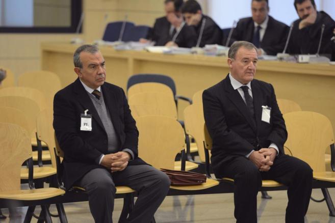 López Abad (izda.) y Avilés (dcha.), durante su juicio en la...