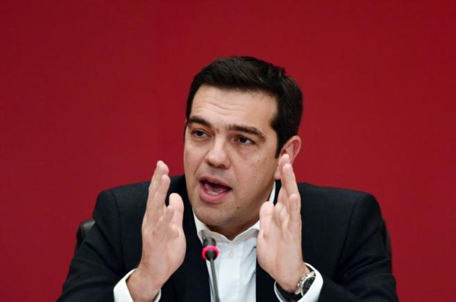 El jefe del partido Syriza, Alexis Tsipras, da una conferencia de...