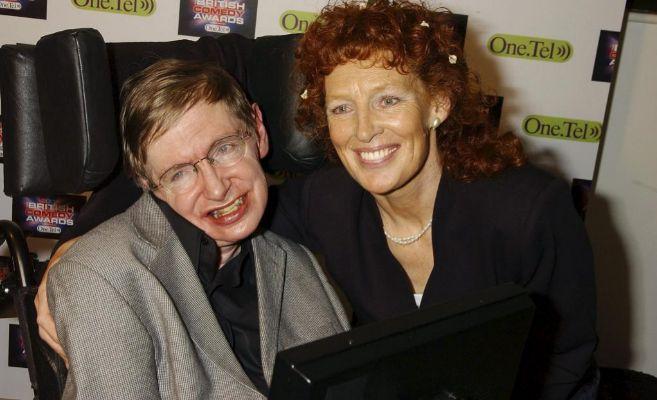 Stephen Hawking y  Elaine Mason, su segunda mujer, en 2004.