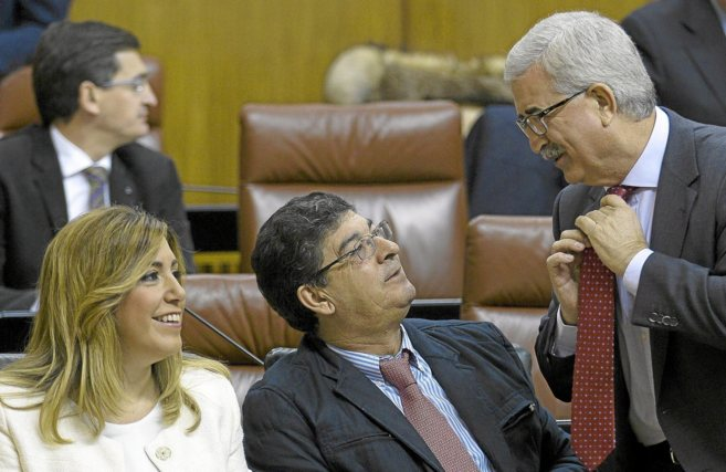 Susana Díaz, Diego Valderas (c) y el consejero de Presidencia, Manuel...