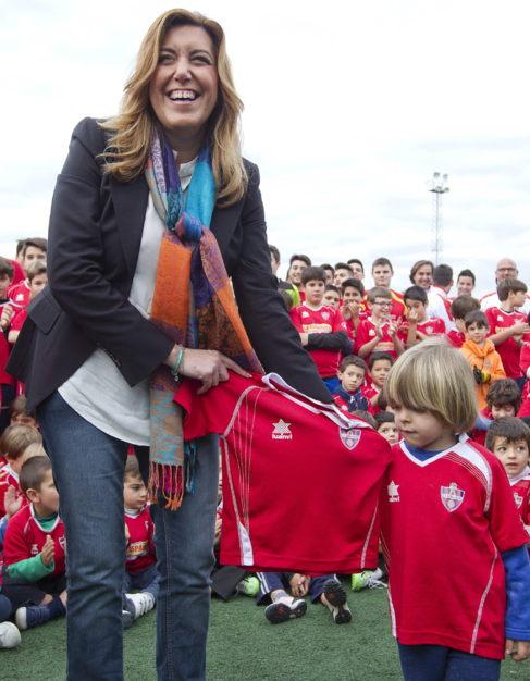 Susana Díaz, inaugura unas instalaciones deportivas en Aznalcázar.
