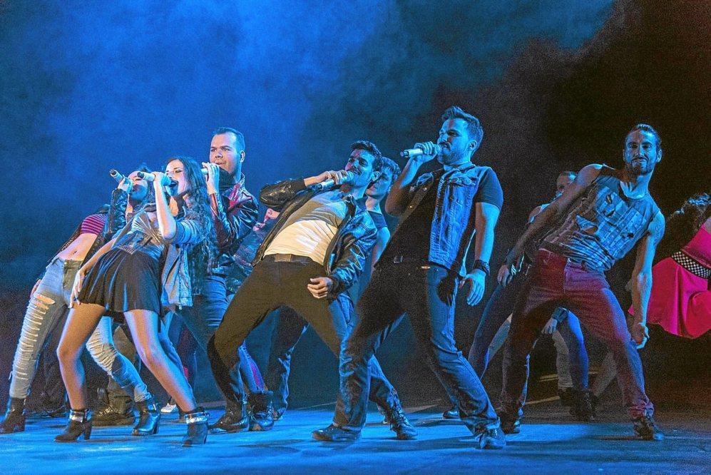 El grupo de cantantes y bailarines de 'La fuerza del...