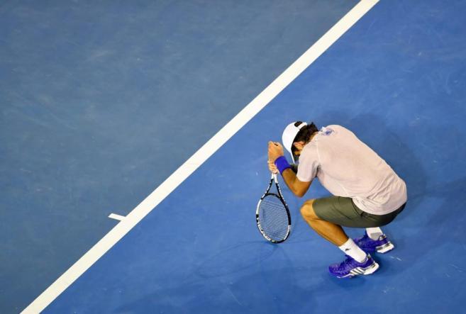 Fernando Verdasco se lamenta tras perder ante Djokovic.