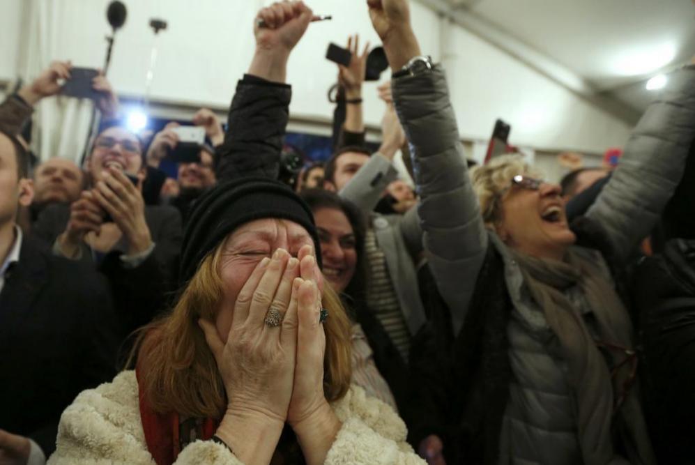Los partidarios de Syriza, eufóricos con los resultados a pie de...