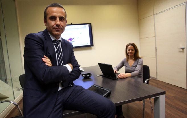 El director general de GPTech, Javier Landero, en el despacho junto a...