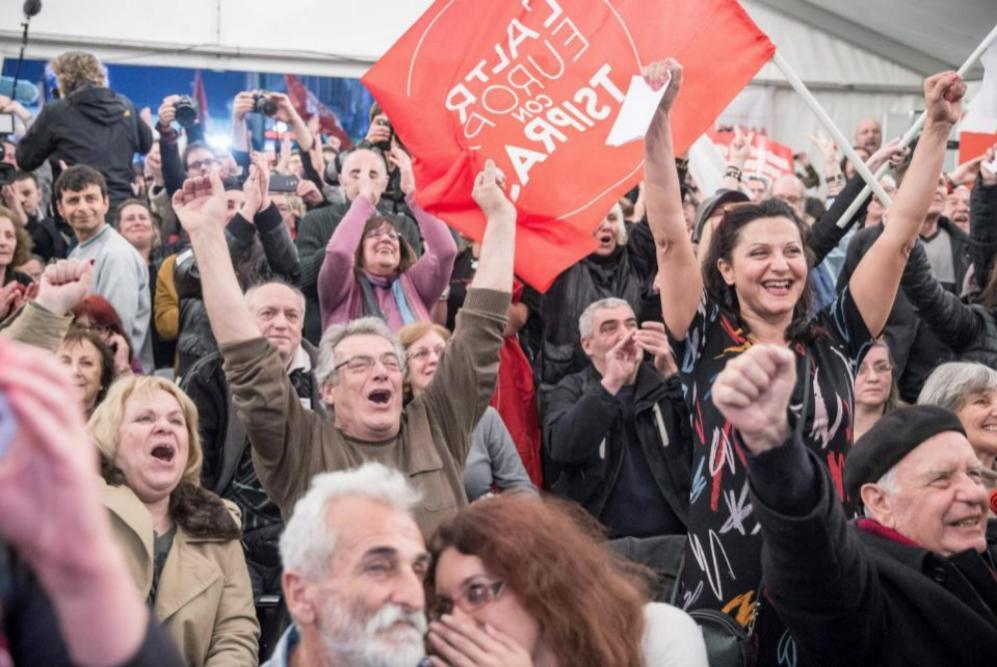 Partidarios de Alexis Tsipras celebran los resultados.