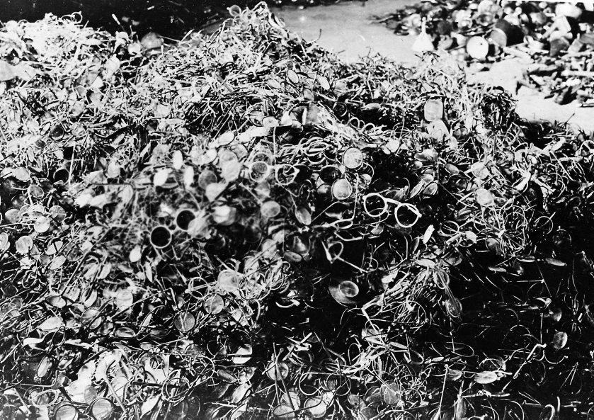 Gafas de los fallecidos en el campo de exterminio.