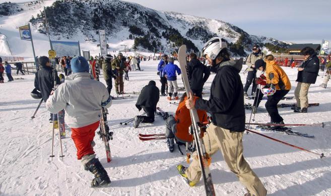 Esquiadores preparados para disfrutar de una jornada.