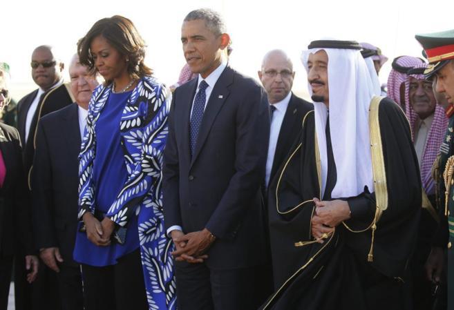El rey de Arabia Saudí, Salman bin Abdelaziz, recibe a Barack Obama y...
