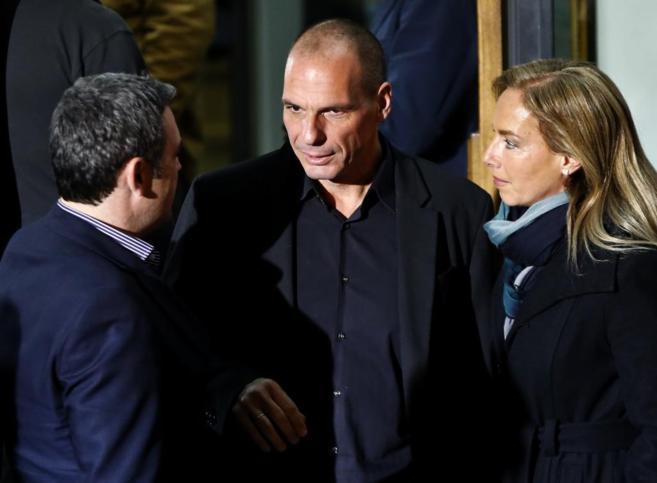 Yanis Varoufakis, el nuevo ministro de Economía griego,en la sede del...