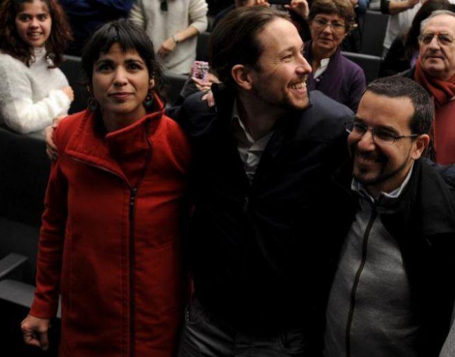 La gran favorita para encabezar la lista, Teresa Rodríguez, junto a...