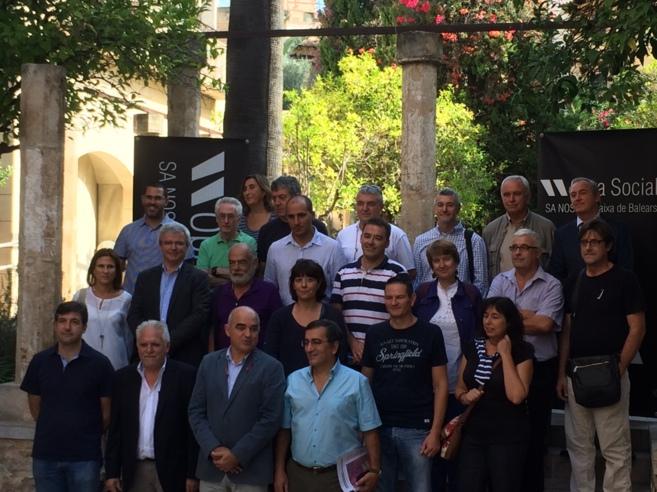 Foto de familia de los representantes del Cercle per l'educació...