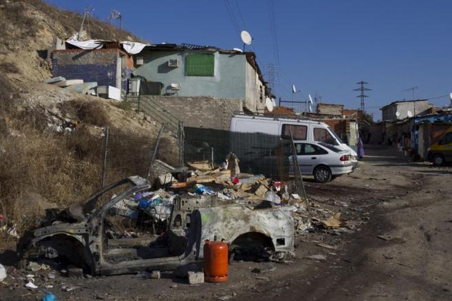 Un colche calcinado en una de las zonas del poblado El Ventorro.