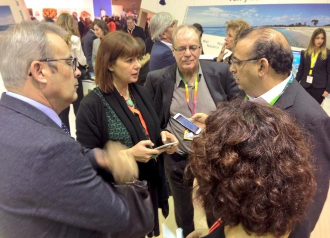 La secretaria general del PSIB-PSOE, Francina Armengol, en el centro,...