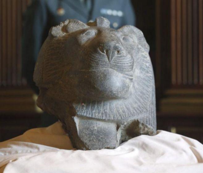 La cabeza de la diosa Sejmet, con un valor de unos 100.000 euros, es...