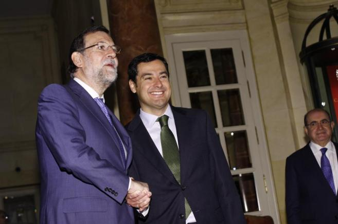 Rajoy saluda a Juan Manuel Moreno Bonilla en el Hotel Ritz, este...