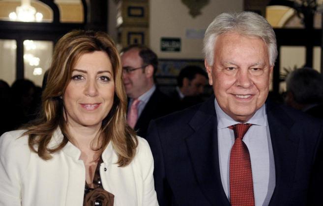 Susana Díaz y Felipe González, en la entrega del premio Manuel...