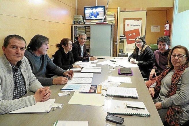 Portavoces de las cooperativas con los diputados de Compromís.