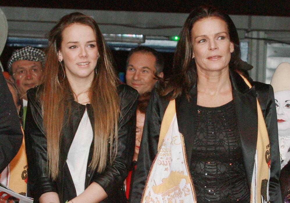 Su hija Pauline, ya toda una mujer, no ha querido dejar sola a su...