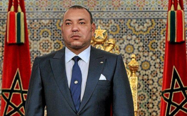 El rey  Marruecos, Mohamed VI, antes de pronunciar un discurso a la...