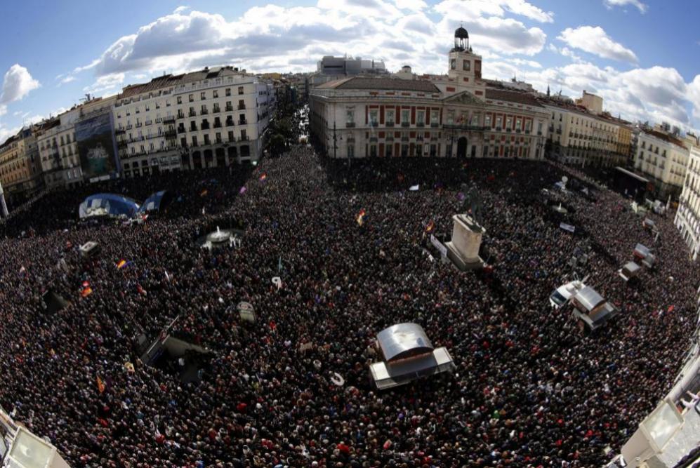 Vista De La Puerta Del Sol De Madrid Donde Miles