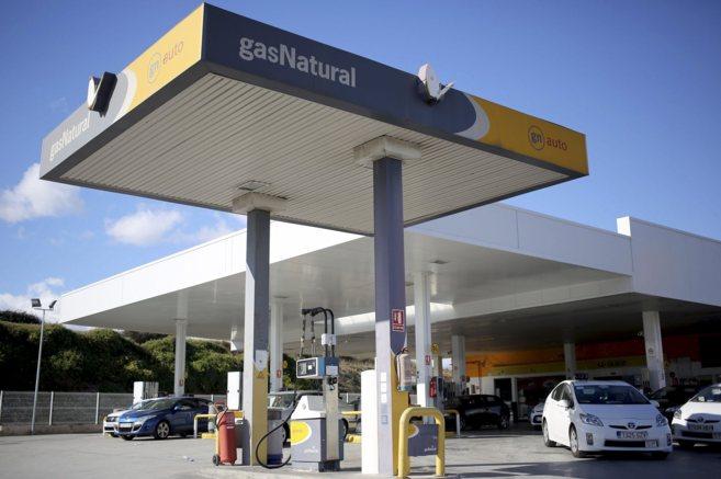 Una de las pocas estaciones de servicio que ofrecen gas para...