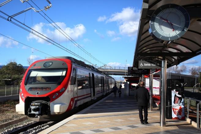 Un tren de Cercanías en una de las estaciones-andén de la capital.