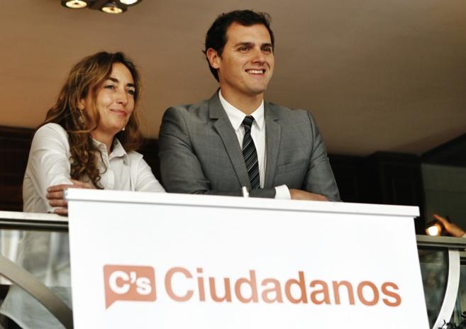 Carolina Punset, junto al líder de Ciudadanos, Albert Rivera, en...