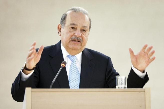 El empresario mexicano Carlos Slim durante un discurso, en una imagen...