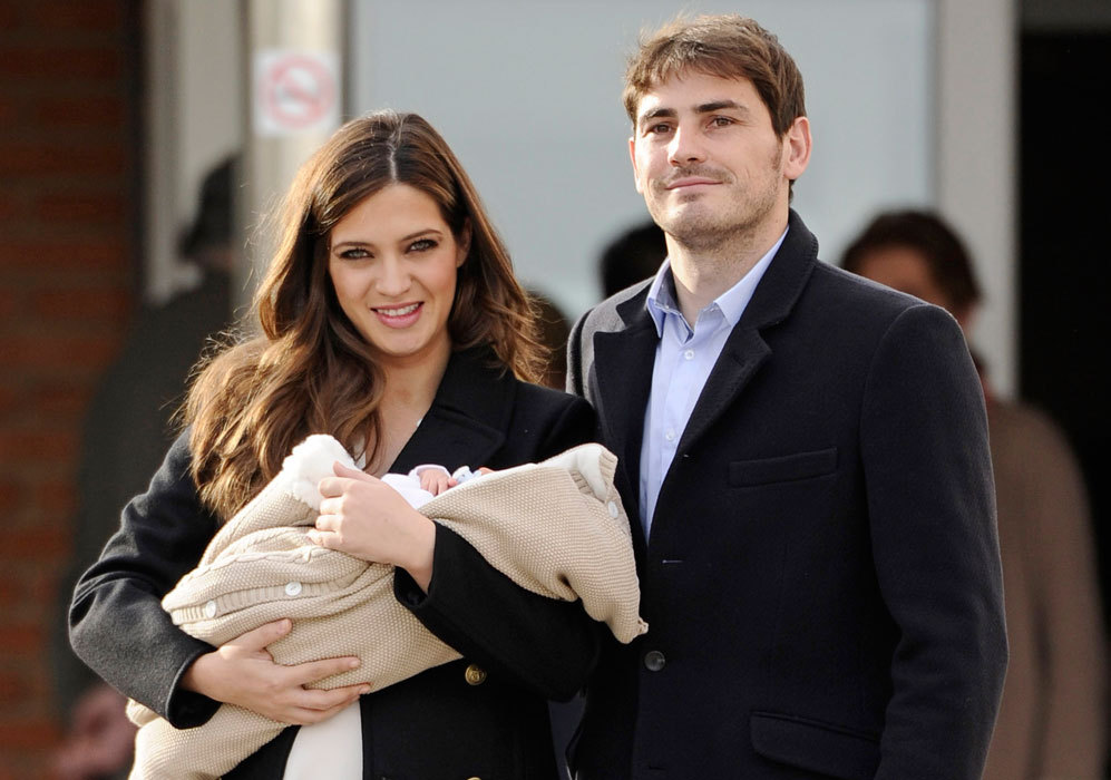 El 3 de enero de 2014, Iker Casillas y Sara Carbonero presentan a su...