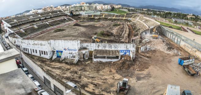 El Lluís Sitjar, en el inicio de su demolición.
