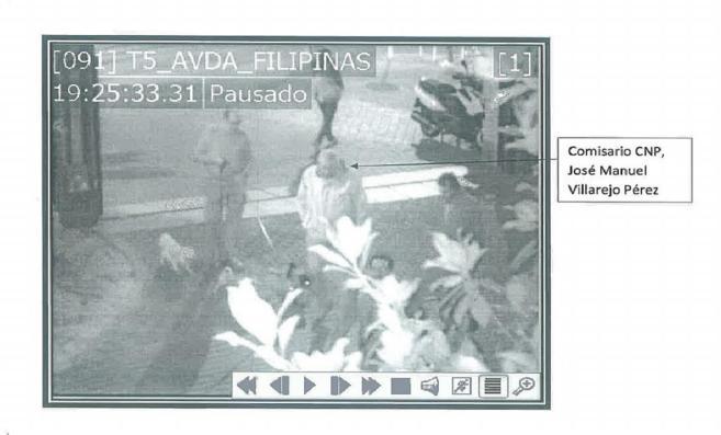Imagen capturada por la Policía en la que identifica al comisario...
