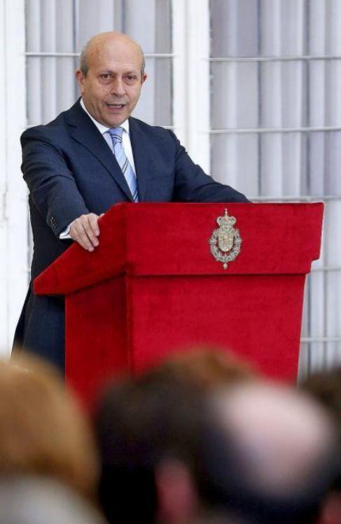 El ministro José Ignacio Wert, ayer, durante la entrega de unos...