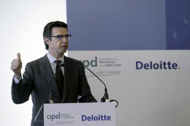 El ministro de Industria, José Manuel Soria, durante su intervención...