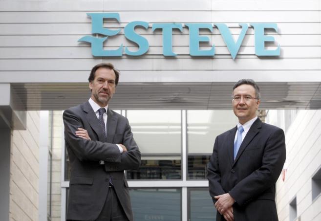 Albert Esteve y Carlos Plata, en la sede de la compañía en Barcelona